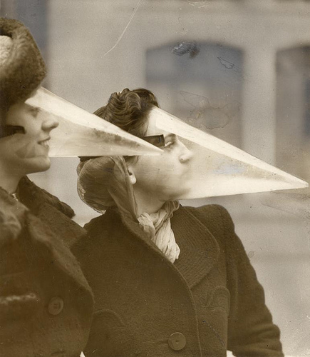 Keep your eyes and ears open for the unique and unusual (Plastic face protection from snowstorms. Canada, Montreal, 1939. Nationaal Archief / Spaarnestad Photo / Het Leven / Fotograaf onbekend, SFA022813554.)