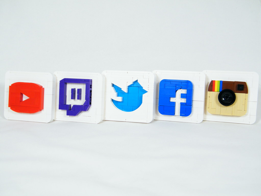 logos: youtube, twitter, facebook, instagram